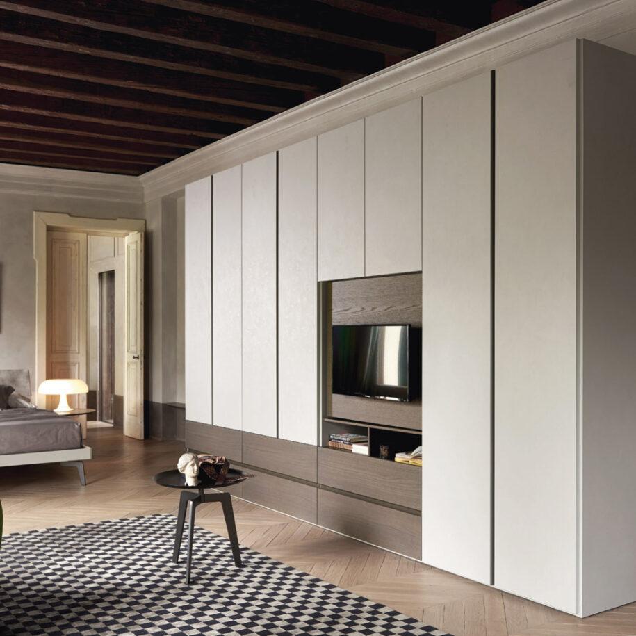Гостиная со шкафом — идеальное сочетания современной мебели в интерьере гостиной