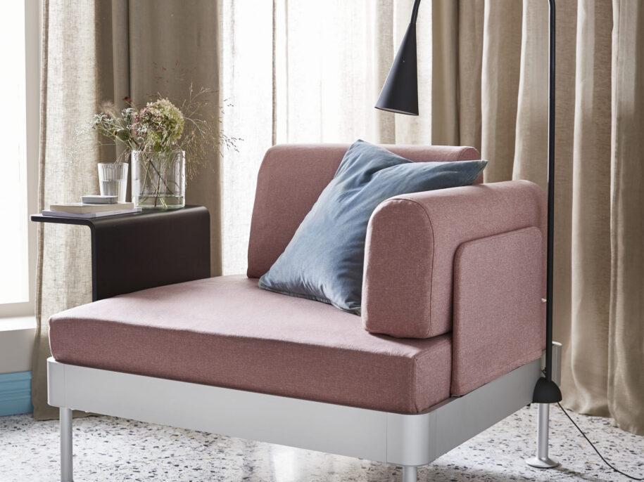 Кресло в гостиную: обзор новинок дизайна, рекомендации по размещению и сочетанию в современном интерьере
