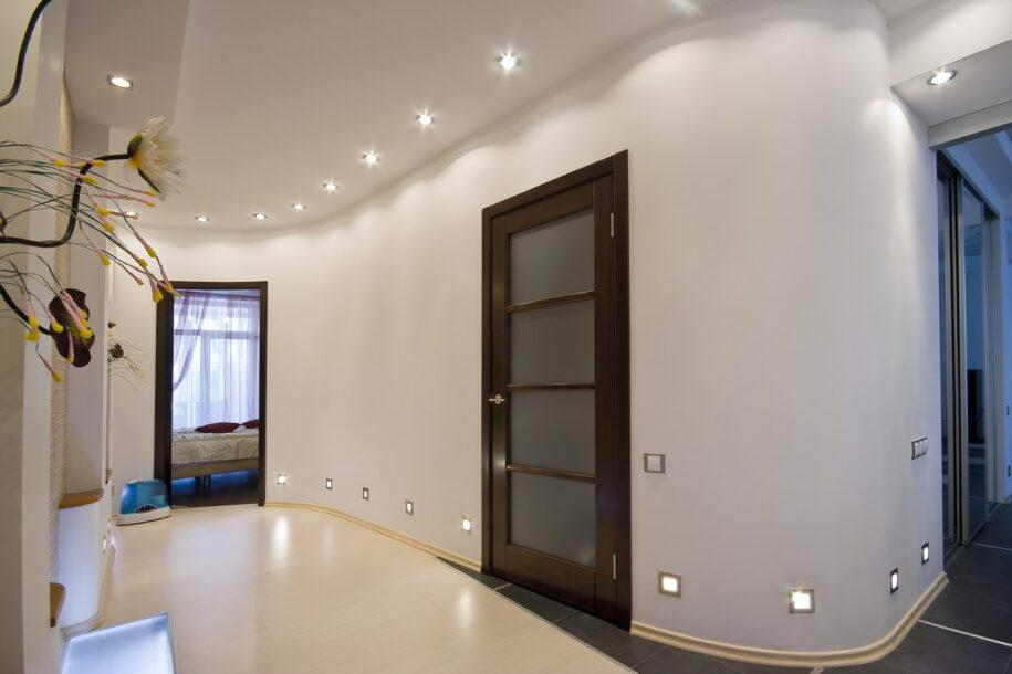 Натяжные потолки в прихожей — 115 фото красивого дизайна. Обзор материалов и узоров для отделки потолка.